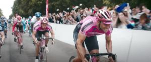 Louis Talpe, Matteo Simoni in The racer (2020)