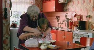 Ann Petersen, Dora van der Groen in Pauline & Paulette (2001)